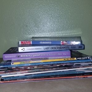 Lot of 22 Comics and Books Marvel DC X Men BPRD